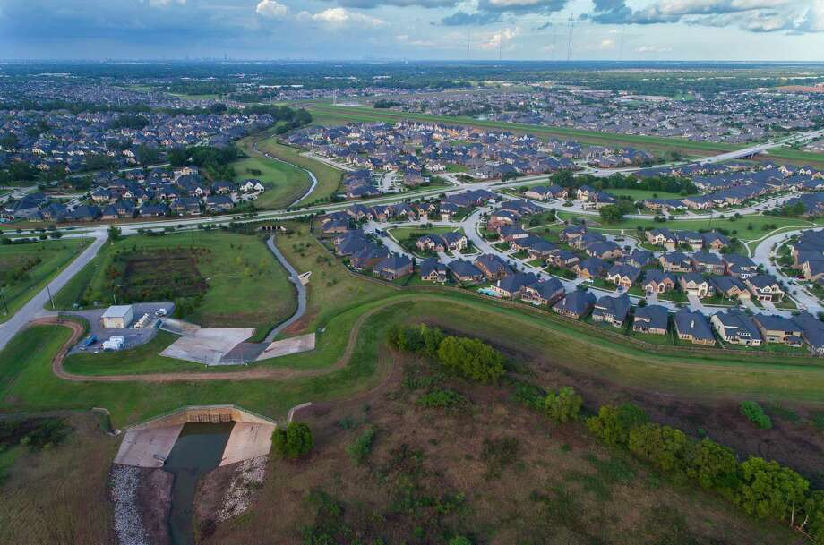A levee protects portions of the Riverstone neighborhood where Steep Bank Creek runs toward the Brazos River.  Photo: Mark Mulligan, Houston Chronicle / 2017 Mark Mulligan / Houston Chronicle