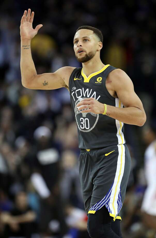 Golden State Warriors' Stephen Curry celebrates a 4th quarter 3-pointer during Warriors' 134-127 win over Los Angeles Clippers in NBA game at Oracle Arena in Oakland, Calif., on Thursday, February 22, 2018. Photo: Scott Strazzante, The Chronicle