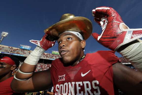 DALLAS, TX - OCTOBER 08:  Orlando Brown #78 of the Oklahoma Sooners wears the Golden Hat trophy after a 45-40 win against the Texas Longhorns at Cotton Bowl on October 8, 2016 in Dallas, Texas.  (Photo by Ronald Martinez/Getty Images)
