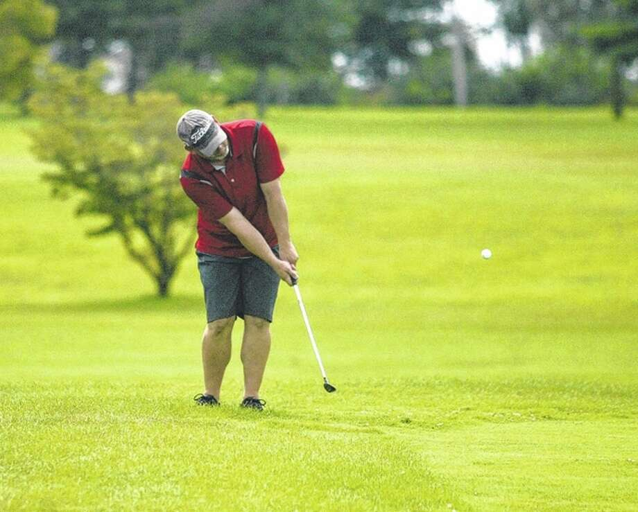 Jeff Dawdy chips onto the 18th green at Links at Jacksonville during the City Golf Tournament Sunday.