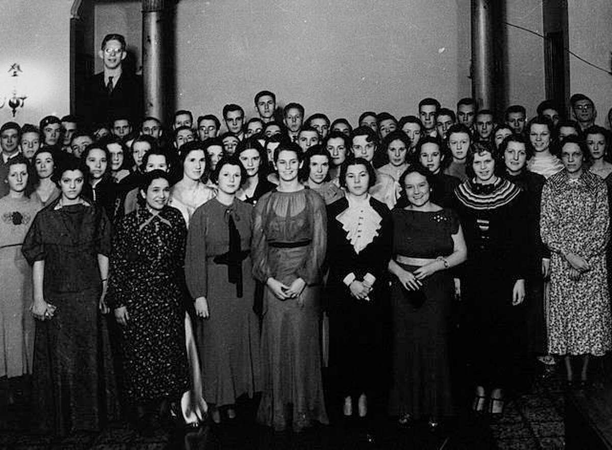 Robert Wadlow was always at the back of the class, especially in yearly school photos.