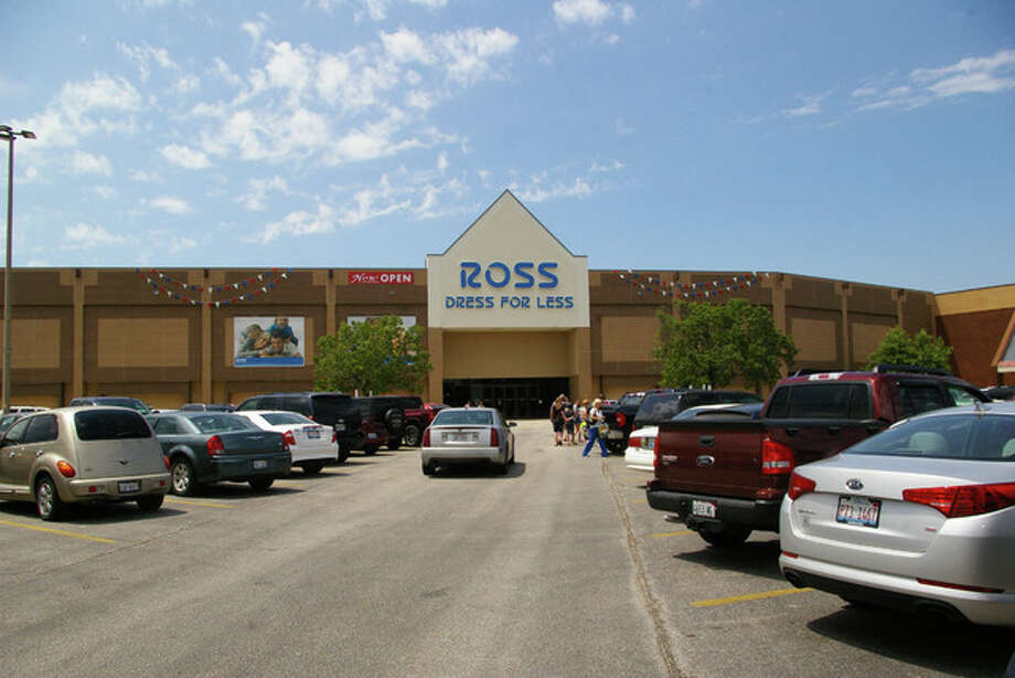 "Ross Dress for Less hosted its ""soft open"" Friday at Alton Square Mall."