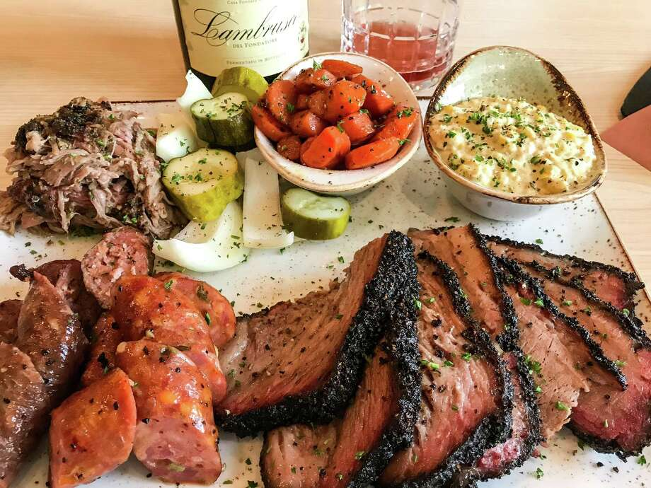 At Pappas Delta Blues Smokehouse, a barbecue platter and the sparkling Lambrusco go together. Photo: Jeremy Parzen