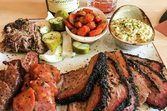 At Pappas Delta Blues Smokehouse, a barbecue platter and the sparkling Lambrusco go together.