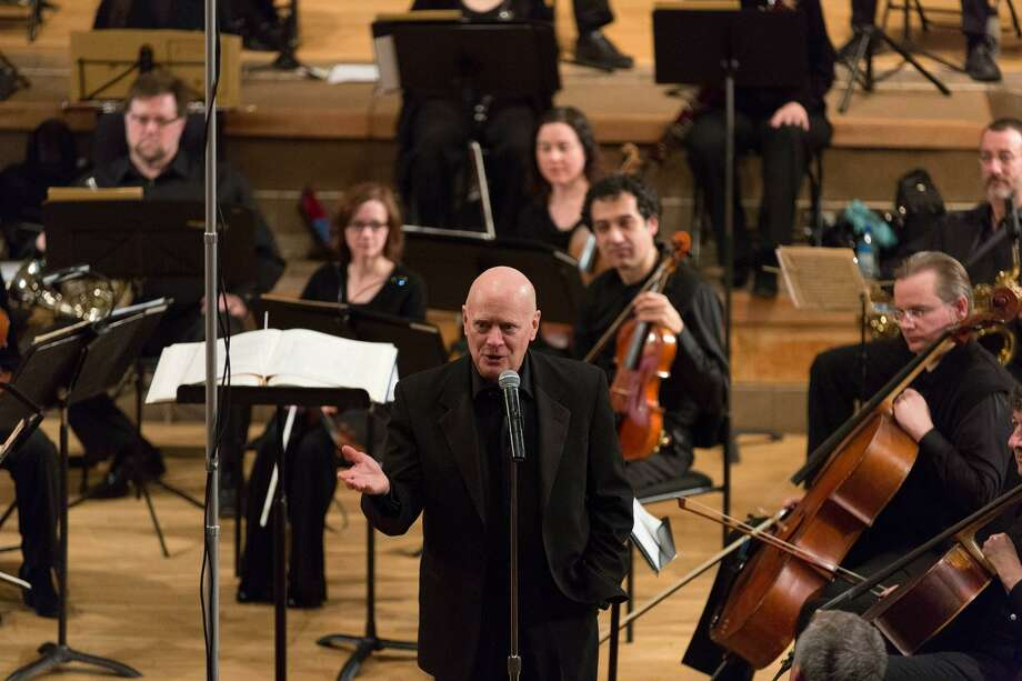 James Sinclair conducts Orchestra New England. Photo: Harold Shapiro / Orchestra New England / Harold Shapiro 2014
