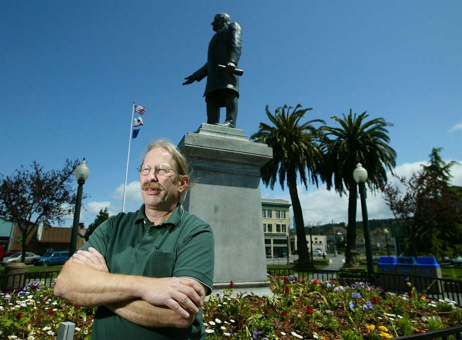 In this file photo, former Arcata councilman Dave Meserve stands beneath a statue of President McKinley in the center of the square in Arcata, Calif., Friday, May 9, 2003.  Photo: ERIC RISBERG, AP