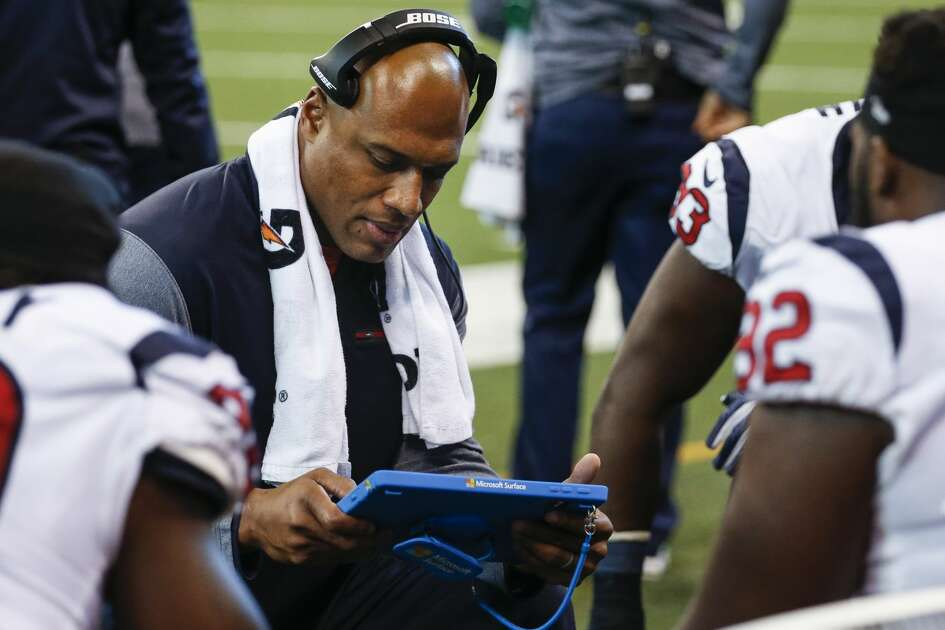 Houston Texans defensive line coach Anthony Weaver works with his group during the second quarter of an NFL football game against the Indianapolis Colts at Lucas Oil Stadium on Sunday, Dec. 31, 2017, in Indianapolis. ( Brett Coomer / Houston Chronicle )