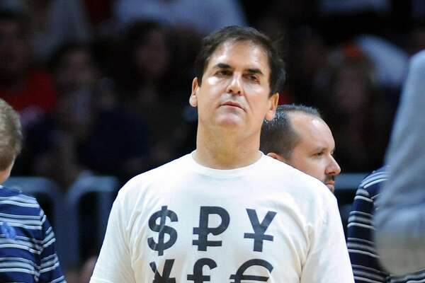 Dallas Mavericks owner Mark Cuban during a timeout in action against the Los Angeles Clippers at Staples Center in Los Angeles on OctOBER 29, 2015. (Wally Skalij/Los Angeles Times/TNS)