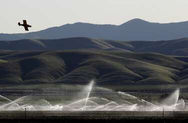 Arrests may hold up feds' deal to settle with water district