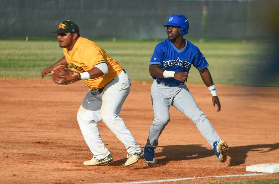 The Palominos lost 17-0 and 12-3 at first-place San Jacinto on Friday, giving up 12 runs to begin the first inning of Game 1. LCC's Mando Lopez had a pair of hits in Game 2 with an RBI. Photo: Danny Zaragoza /Laredo Morning Times File