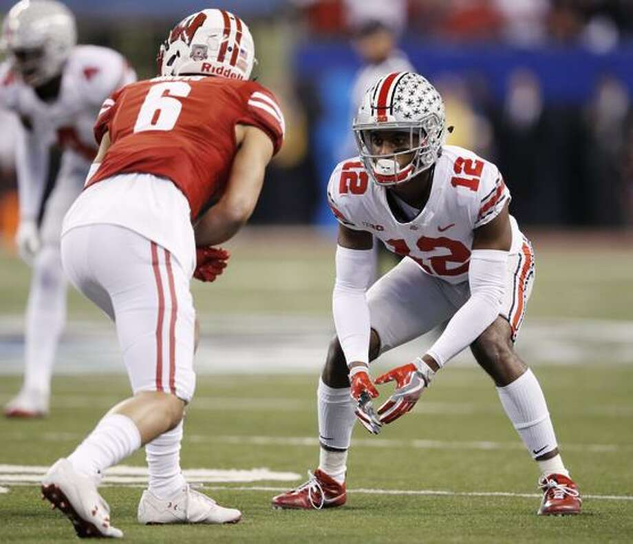 Denzel Ward  12 of the Ohio State Buckeyes in action against the Wisconsin  Badgers during 63a024cd2