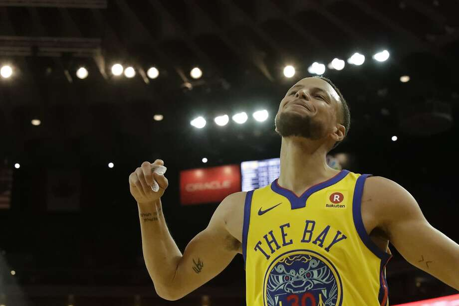 Stephen Curry reacts to a foul call on him in the 2nd quarter on Saturday, Feb. 24, 2018 in Oakland, CA. Photo: Paul Kuroda, Special To The Chronicle