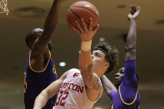 Houston Cougars guard Rob Gray Jr. (32) puts up two of his 24 points in the second half against East Carolina Pirates at Hofheinz Pavilion on Sunday, March 5, 2017, in Houston. Houston won the game 73-51.( Elizabeth Conley / Houston Chronicle )