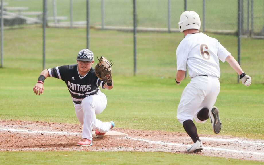 United South (6-5, 0-1) went 1-1 on opening day of the Central Texas Invitational in the Austin area. Photo: Danny Zaragoza /Laredo Morning Times File