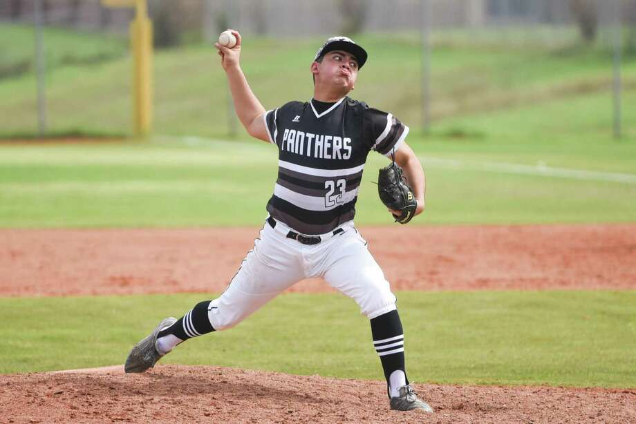 Hector Alva and United South beat LBJ 9-0 to pull into a tie for fourth place at the end of the first round in District 29-6A. Photo: Danny Zaragoza /Laredo Morning Times File