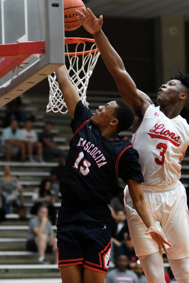 Atascocita sophomore guard Trey Davenport (15) squeezes in a basket despite the defense of Alief Taylor senior guard Joe Ogunbanjo (15) during the 4th quarter of their Region III-6A Area Playoff matchup at Phillips Fieldhouse in Pasadena on Feb. 23, 2018. (Photo by Jerry Baker/Freelance) Photo: Jerry Baker, Freelance / Freelance