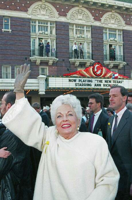 Ann Richards waves to onlookers in front of the Paramount Theater in Austin on Jan. 15, 1991, as she leads supporters down Congress Avenue to the Capitol for swearing-in ceremony.(Chronicle file) Photo: Richard Carson, HC Staff / Houston Chronicle