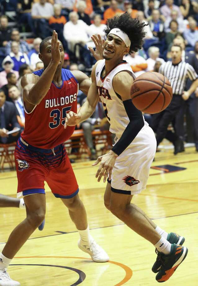Jhivvan Jackson cringes coming off his knee on a move to the basket against Oliver Powell as UTSA  hosts Louisiana Tech at the UTSA Convocation Center on February 24, 2018. Photo: Tom Reel, Staff / San Antonio Express-News / 2017 SAN ANTONIO EXPRESS-NEWS