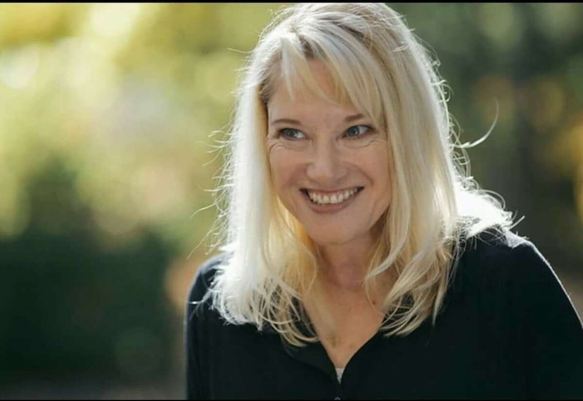 Colonie author Jennifer Roy recently published a book about the Gulf War in Iraq.