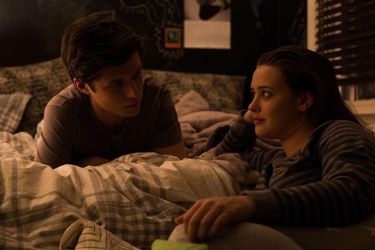 DF-03814 � Nick Robinson (Simon) and Katherine Langford (Leah) star in Twentieth Century Fox�s LOVE, SIMON. Photo Credit: Ben Rothstein.