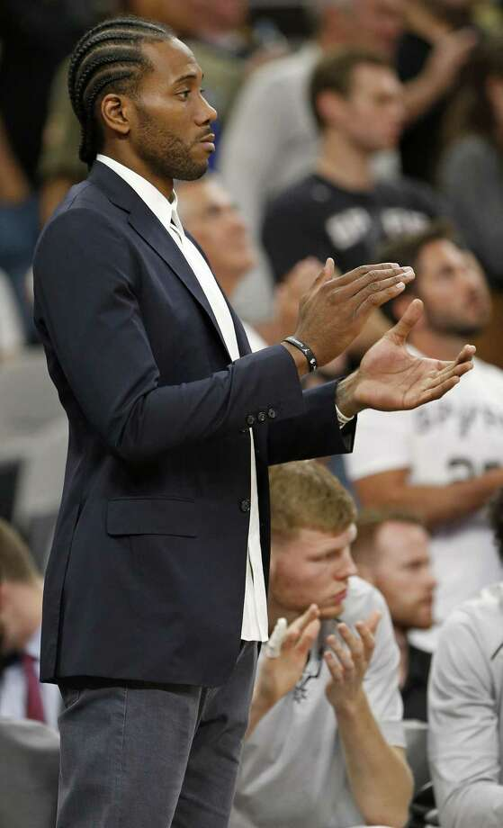 San Antonio SpursÕ Kawhi Leonard applauds for the team late in second half action against the Toronto Raptors Monday Oct. 23, 2017 at the AT&T Center. The Spurs won 101-97. Photo: Edward A. Ornelas, Staff / San Antonio Express-News / © 2017 San Antonio Express-News