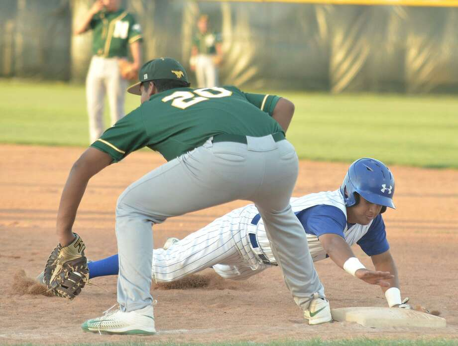 Cigarroa hosts Nixon at 7 p.m. Tuesday at Benavides Field and Martin is at Veterans Field taking on Rio Grande City at 6 p.m. St. Augustine also competes against United's JV team at 5 p.m. at Krueger Field. Photo: Francisco Vera /Laredo Morning Times File / Laredo Morning Times