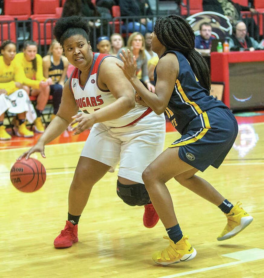 SIUE's Gwen Adams (left) drives on a Murray State defender in a Cougars win on Jan. 10 in Edwardsville. The Cougars dropped their second OVC game in a row Saturday to SEMO in Cape Girardeau, Mo. Photo: SIUE Athletics