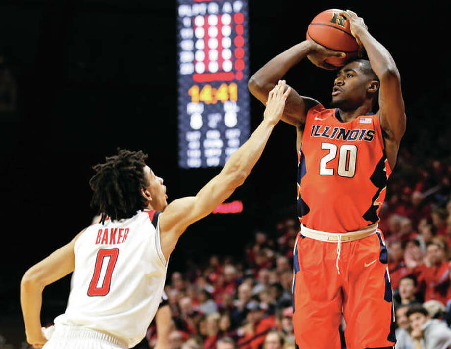 Illinois freshman Da'Monte Williams (right) shoots over Rutgers' Geo Baker during the first half of the Illini's Big Ten victory Sunday in Piscataway, N.J. Photo: Associated Press