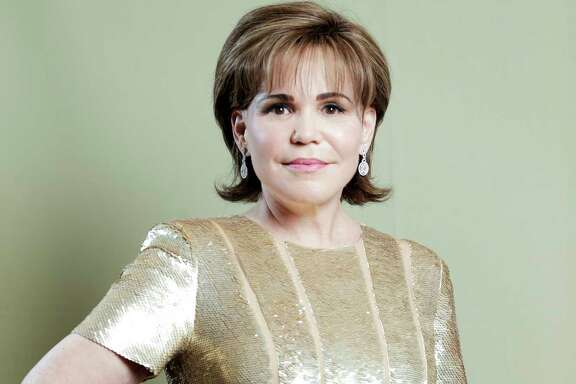 FAVORITE DESIGNER: Oscar de la Renta
