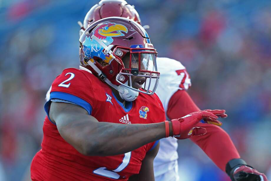 LAWRENCE, KS - NOVEMBER 18: Kansas Jayhawks defensive end Dorance Armstrong Jr. (2) gets the edge while rushing in the second quarter of a Big 12 game between the Oklahoma Sooners and Kansas Jayhawks on November 18, 2017 at Memorial Stadium in Lawrence, KS. (Photo by Scott Winters/Icon Sportswire via Getty Images) Photo: Icon Sportswire/Icon Sportswire Via Getty Images