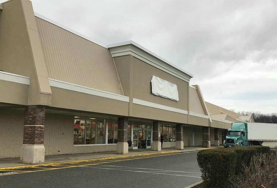 14 Candlewood Lake Road — Michaels arts and crafts store in the Candlewood Lake Plaza in Brookfield has moved to a new location. Photo: Chris Bosak / Hearst Connecticut Media / The News-Times