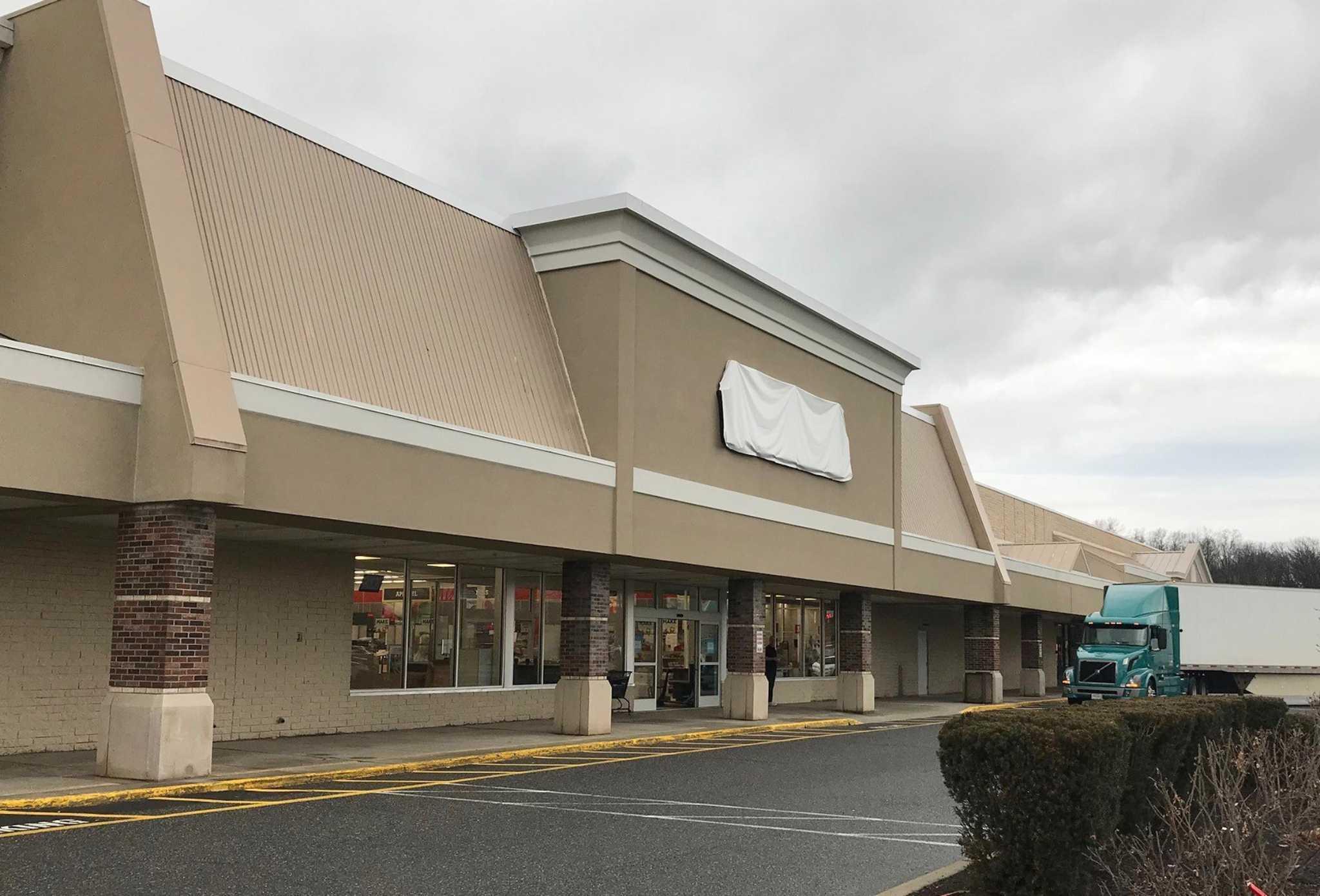 Brookfield michaels move next door underway for Michaels crafts danbury ct