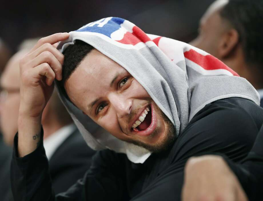 Golden State Warriors guard Stephen Curry, his head covered by a towel, laughs with teammates during the second half of an NBA basketball game against the New York Knicks, Monday, Feb. 26, 2018, in New York. (AP Photo/Kathy Willens) Photo: Kathy Willens, Associated Press