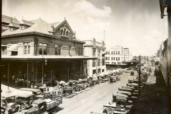 1920s Farmers Market , Houston City Hall, Henke and Pillot grocery store, last white building across the street from City Hall.