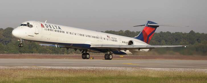 A Delta MD-80 takesoff from Bush Intercontinental Airport Wednesday, Oct. 18, 2017, in Houston.  ( Melissa Phillip / Houston Chronicle )