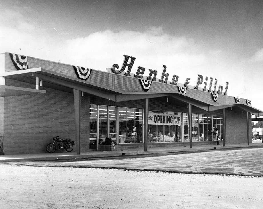 September 1960Henke & Pillot store at 6102 Scott Photo: Ed Valdez/Houston Chronicle