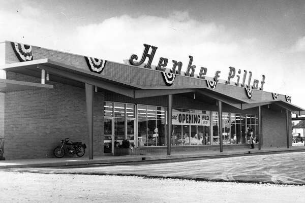 September 1960Henke & Pillot store at 6102 Scott