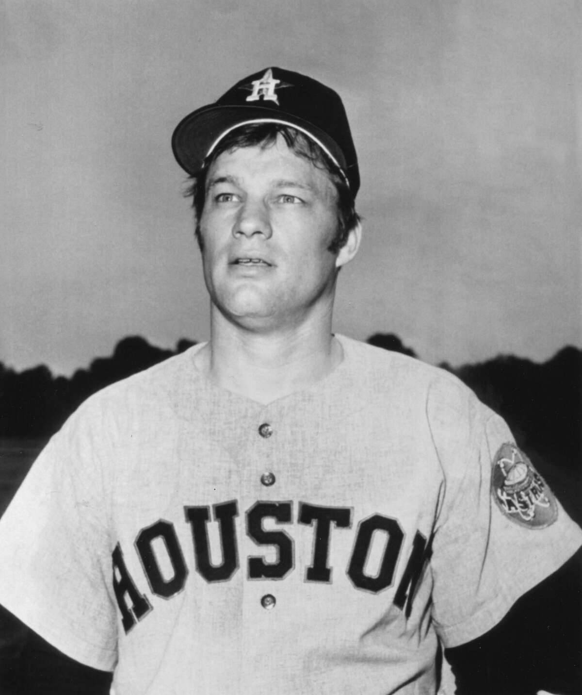Baseball player Jim Bouton, of the Houston Astros, poses during a break in spring training, Cocao Beach, Florida, 1970. (Photo by Transcendental Graphics/Getty Images)