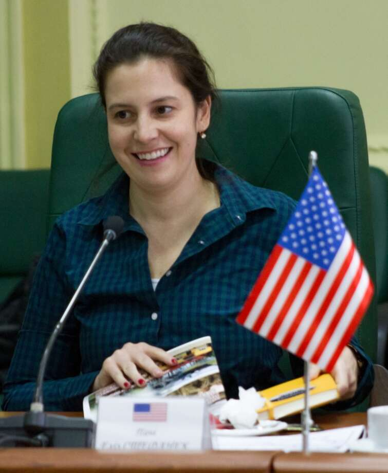 U.S. Representative Elise Stefanik (R-NY) attends a briefing with key leaders of the Joint Multinational Training Group – Ukraine during a visit to the Yavoriv Combat Training Center (CTC) Feb. 23, 2018. During the visit Stefanik met with U. S. service members assigned to the JMTG-U observed training conducted by 27th Infantry Brigade Combat Team Soldiers in the field. Photo: Sgt. Alexander Rector / NY National Guard