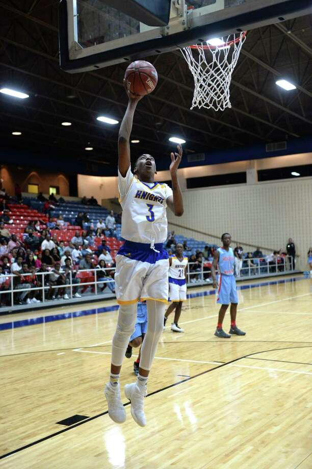 Donovan Williams (3) of Elkins attempts a lay-up during the first quarter of a boys 5A Region III quarterfinal playoff game between the Elkins Knights and the Madison Marlins on Tuesday, February 27, 2018 at Wheeler Field House, Sugar Land, TX. Photo: Craig Moseley, Houston Chronicle / ©2018 Houston Chronicle
