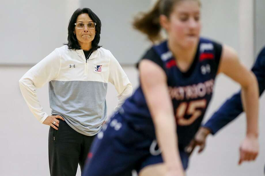 Coach Christina Camacho watches as the Veterans Memorial girls basketball team practices on Tuesday, Feb. 27, 2018, in preparation for their upcoming UIL Class 4A state semifinal game vs. Denver City.  MARVIN PFEIFFER/mpfeiffer@express-news.net Photo: Marvin Pfeiffer, Staff / San Antonio Express-News / Express-News 2018