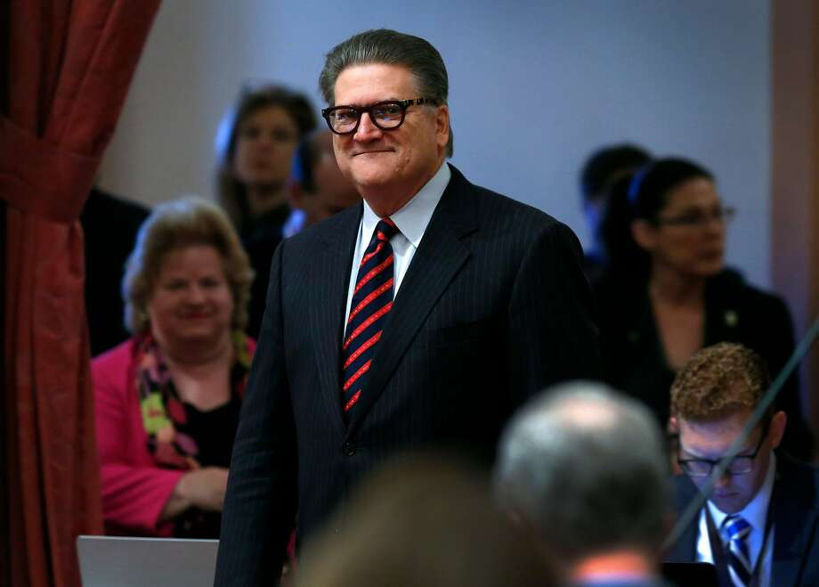 A bill by State Sen. Bob Hertzberg would allow the creation of a special class of state-chartered banks and credit unions, regulated by the Department of Business Oversight, that could process deposits, withdrawals and other financial transactions by licensed cannabis merchants. Photo: Paul Chinn / The Chronicle
