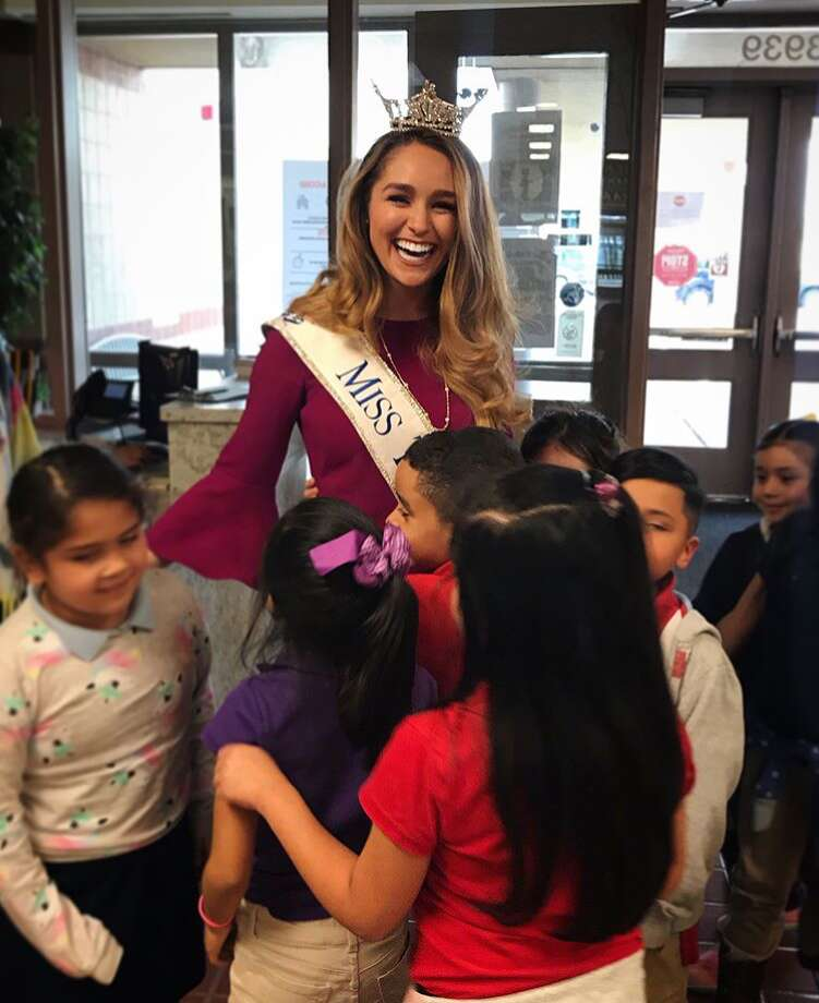 In celebration of National Reading Month, Miss Texas Margana Wood visited the children at Hearne Elementary to read to children and deliver books in partnership with CITGO Petroleum Corporation's annual literacy campaign. Photo: Courtesy Of CITGO