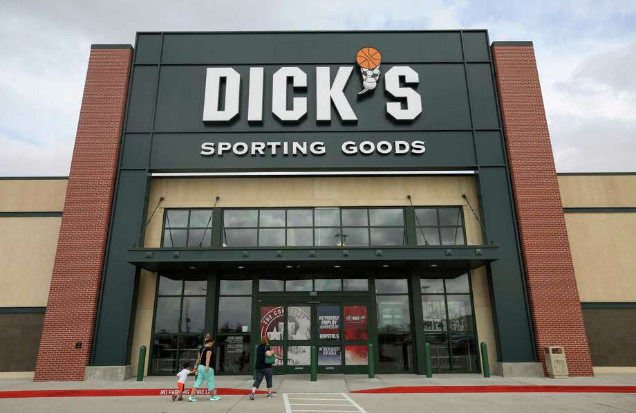 "Dick's Sporting Goods will host a ""Green Carpet"" event on Saturday, Oct. 26, to celebrate its new location at 336 Marketplace in Conroe. Photo: Godofredo A. Vasquez / Houston Chronicle"