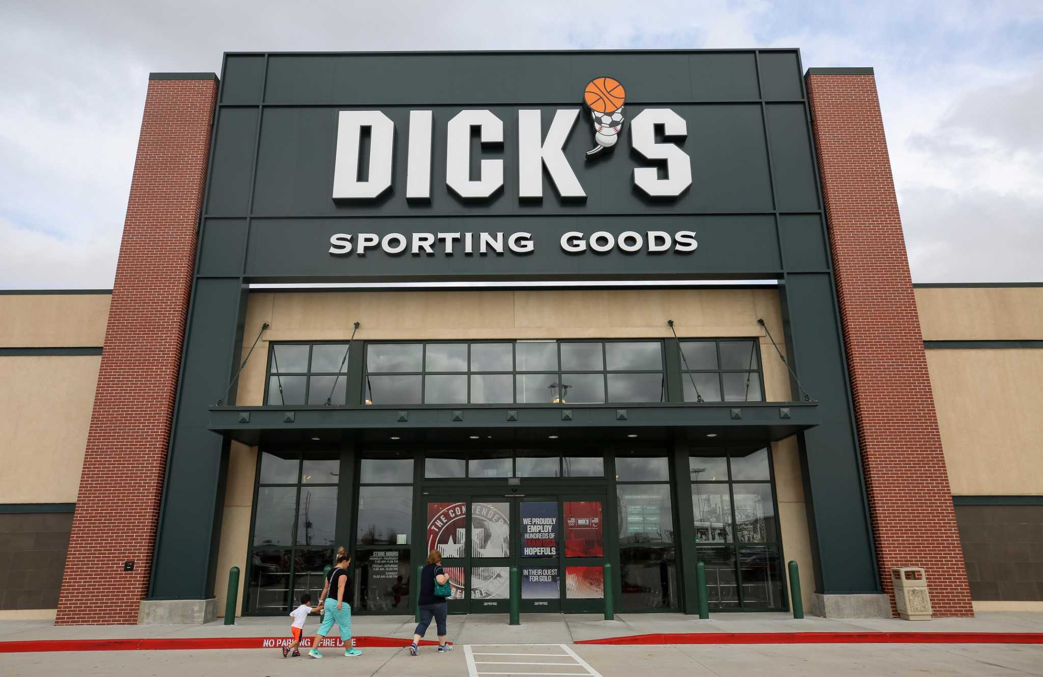 Dick's sporting goods announces three new stores