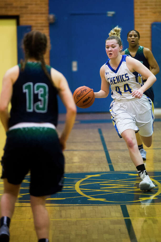 Midland senior Maddie Barrie dribbles down the court during the Chemics' district semifinals game against Saginaw Heritage on Wednesday, Feb. 28, 2018 at Midland High School. (Katy Kildee/kkildee@mdn.net) Photo: (Katy Kildee/kkildee@mdn.net)