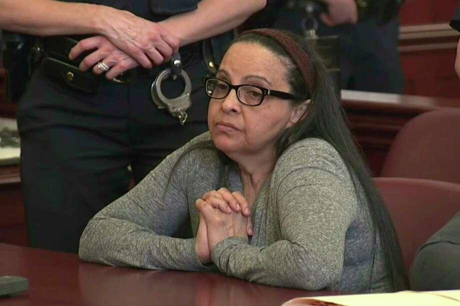 Esta imagen tomada de video muestra a Yoselyn Ortega, niñera de confianza de una familia acomodada de Manhattan, durante el primer día de su juicio por el asesinato de dos niños que ella cuidaba, el jueves 1 de febrero del 2018 en Nueva York. Photo: AP / Pool WYNY-TV