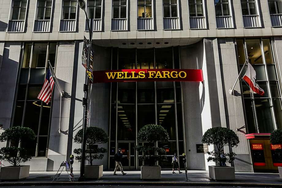 People walk past a Wells Fargo bank on California Street in downtown San Francisco , Calif., on Thursday, Sept. 14, 2017. Photo: Gabrielle Lurie, The Chronicle