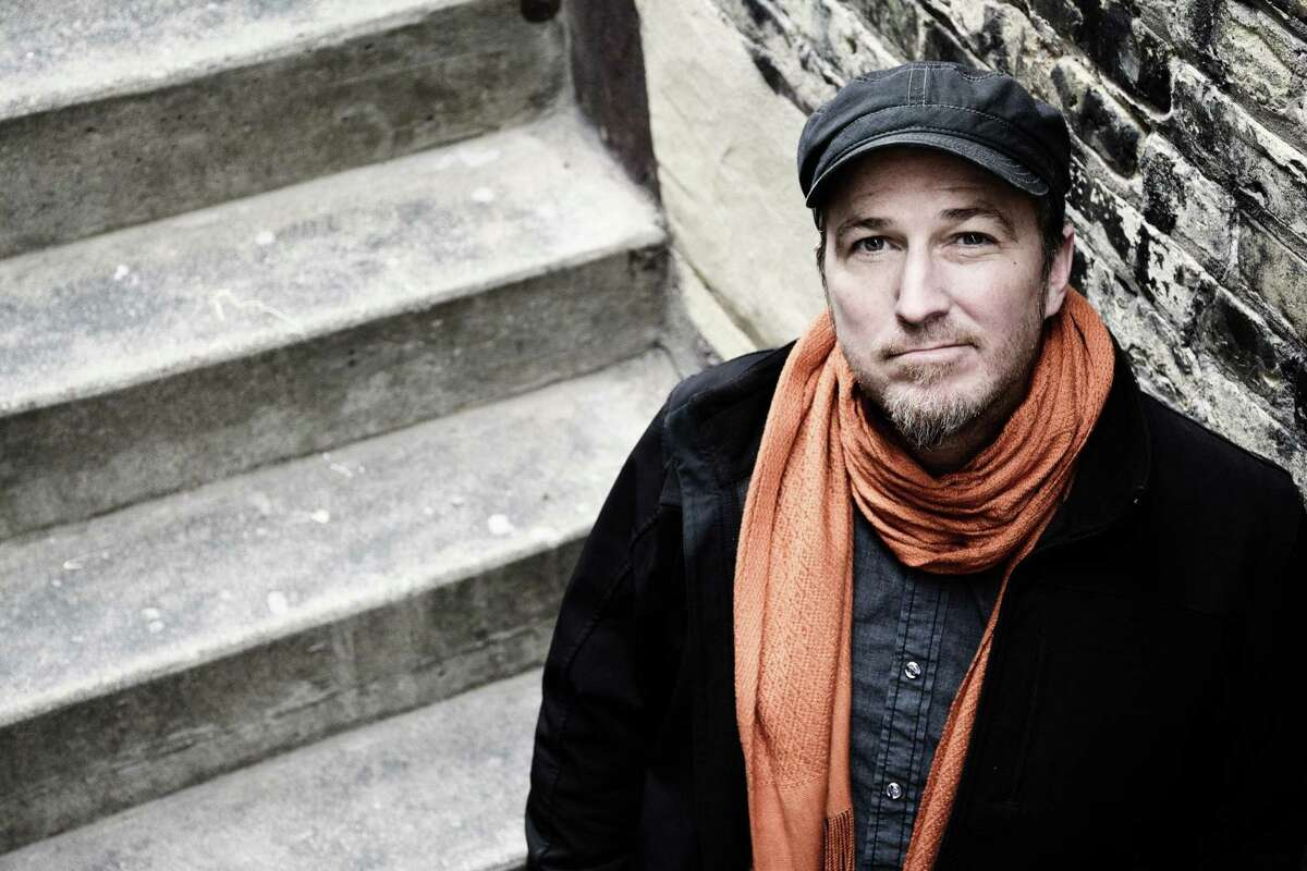 Respected Milwaukee-based singer-songwriter Peter Mulvey will perform at Cafe Nine in New Haven.