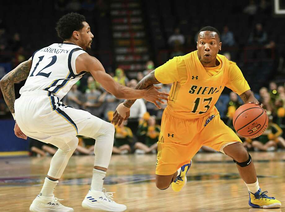 Siena's Khalil Richard dribbles guarded by Quinnipiac's Isaiah Washington during a first-round MAAC basketball game at the Times Union Center on Thursday, March 1, 2018 in Albany N.Y. (Lori Van Buren/Times Union) Photo: Lori Van Buren / 20043036A